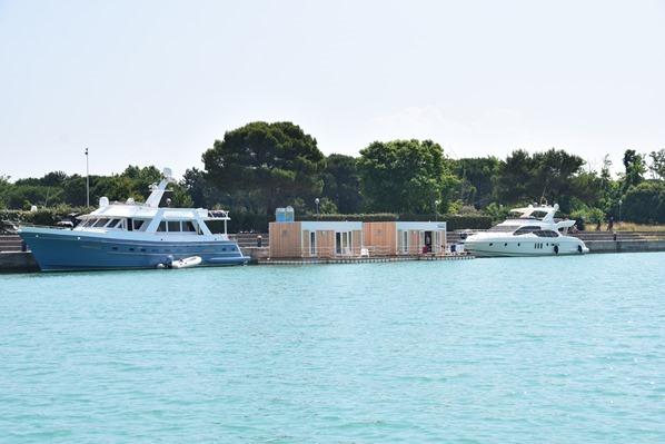12_Floating-Homes-Marina-Uno-Lignano-Riviera-Friaul-Julisch-Venetien-Adria-Italien