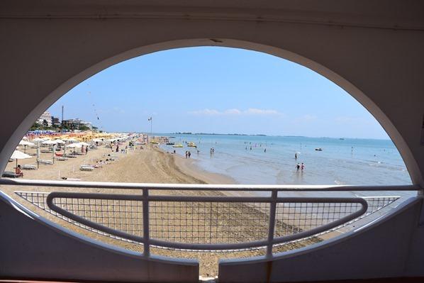 20_Das-Auge-am-Terrazza-a-Mare-Strand-Lignano-Sabbiadoro-Friaul-Julisch-Venetien-Adria-Italien