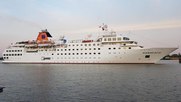 20_Kreuzfahrtschiff-Happag-Lloyd-Hanseatic-Nord-Ostsee-Kanal-Brunsbuettel-Dithmarschen-Nordsee