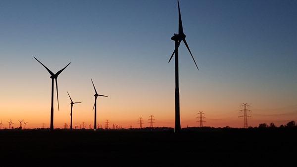 28_Windpark-Windraeder-Sonnenuntergang-Dithmarschen-Nordsee
