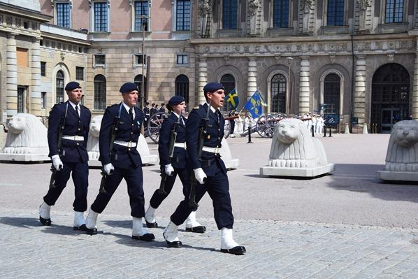 13_Wachwechsel-Mittag-Stockholmer-Schloss-Gamla-Stan-Stockholm-Schweden-Ostsee-Kreuzfahrt