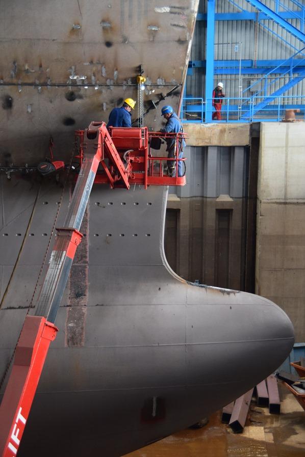 09_Kreuzfahrtschiff-AIDAnova-Bug-Werftarbeiter-Meyer-Werft-Papenburg