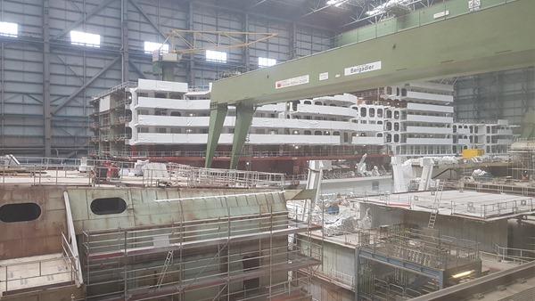 14_Kreuzfahrtschiff-Royal-Caribbean-Spectrum-of-the-Seas-Meyer-Werft-Papenburg-Besucherlounge