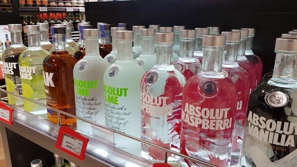 23_Duty-Free-Shopping-Absolut-Vodka-Luxusfaehre-Silja-Symphony-Ostsee-Kreuzfahrt-Tallink-Silja-Minicruise