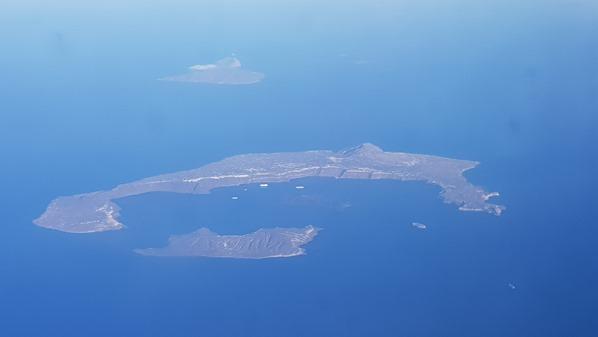 04_TUIfly-Luftbild-Santorin-Griechenland-Fliegen-mit-Kleinkind
