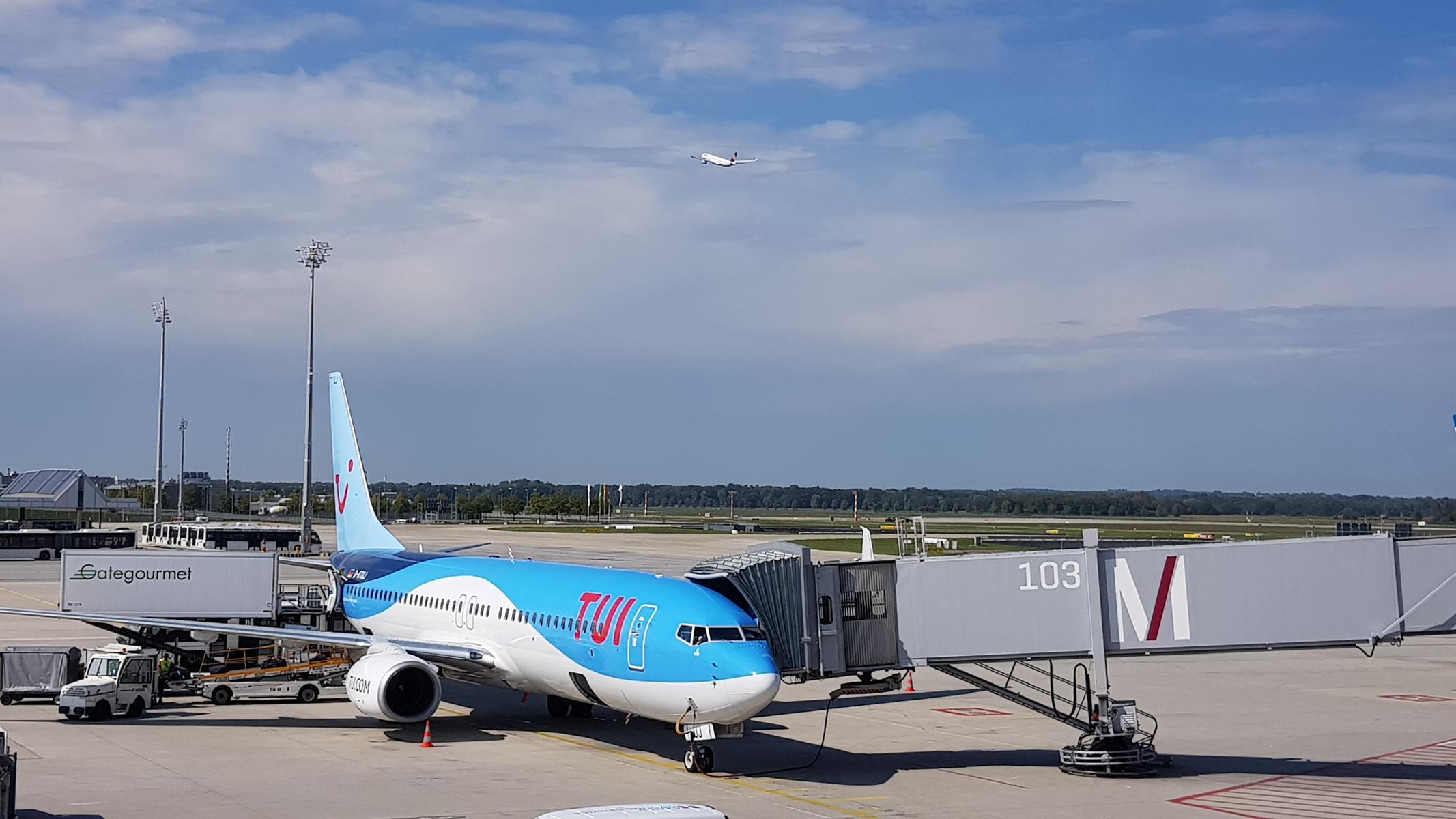 0 TUIfly Flughafen Muenchen Fliegen mit Kleinkind