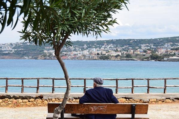01_Parkbank-an-der-Stadtmauer-Chania-Kreta-Griechenland