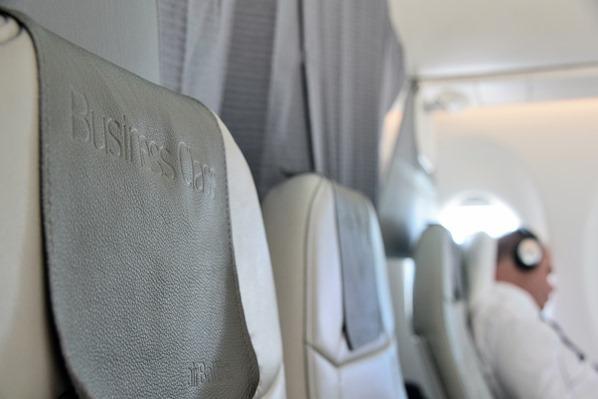 03_Sitzplatz-Business-Class-AirBaltic-Flug-Muenchen-Riga-Lettland