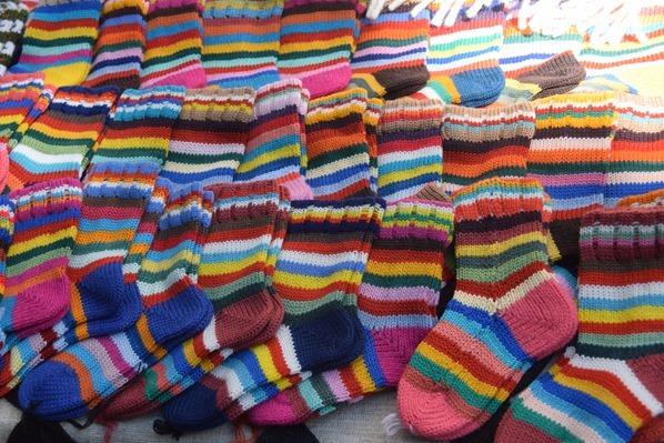 15_historischer-Markt-gestrickte-bunte-Socken-Saengerfest-Liederfest-Riga-Lettland-Ostsee-Kreuzfahrt