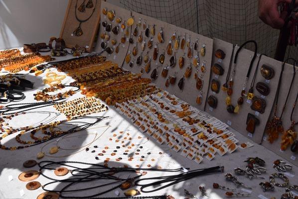 18_historischer-Markt-Bernstein-Schmuck-Saengerfest-Liederfest-Riga-Lettland-Ostsee-Kreuzfahrt