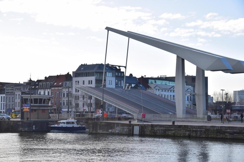 arosa flusskreuzfahrt rhein schelde hebebrücke hafen antwerpen belgien a-rosa aqua