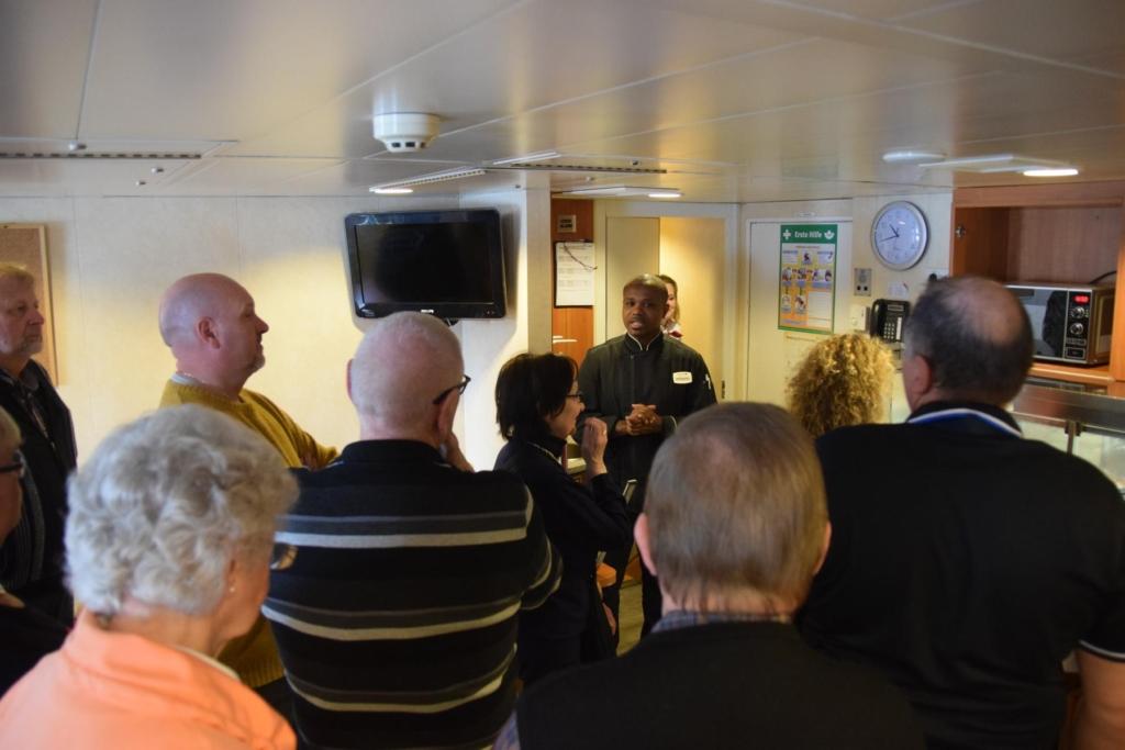 arosa flusskreuzfahrt flusskreuzfahrtschiff a-rosa aqua schiffsrundgang schiffsführung chefkoch smutje crewmesse