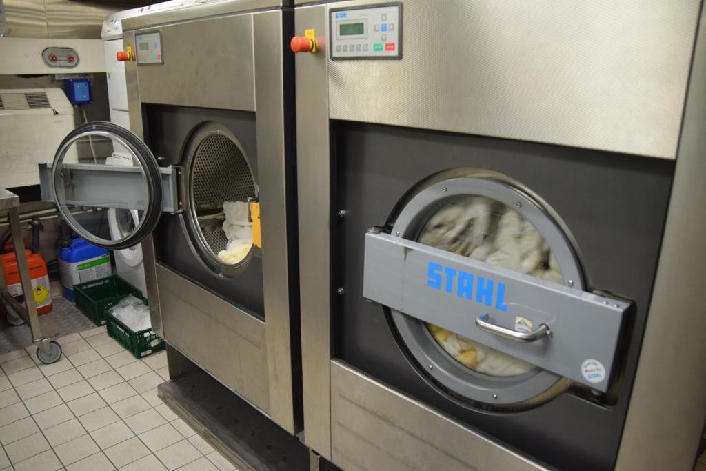 arosa flusskreuzfahrt flusskreuzfahrtschiff a-rosa aqua schiffsrundgang schiffsführung bordwäscherei laundry