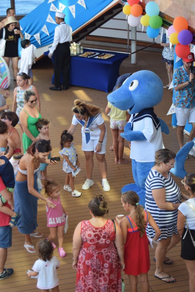 Familienkreuzfahrt Costa Luminosa Kreuzfahrt mit Kindern Entertainment Pooldeck