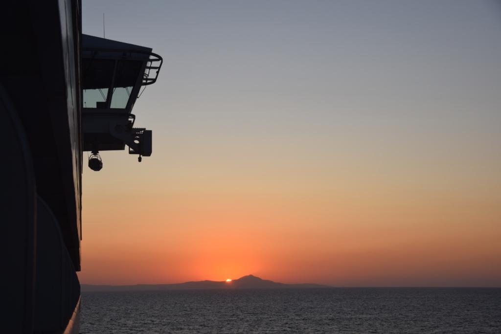 Familienkreuzfahrt Costa Luminosa Sonnenaufgang Santorini Kykladen Griechenland Kreuzfahrt