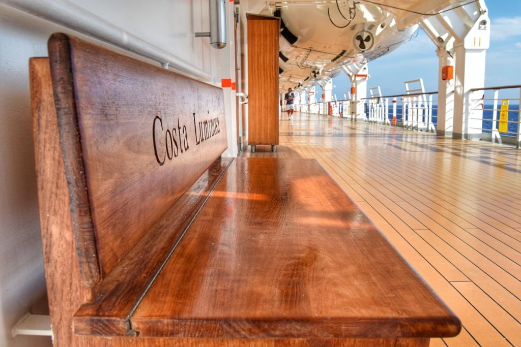 Familienkreuzfahrt Costa Luminosa Bank Promenadendeck Kreuzfahrt