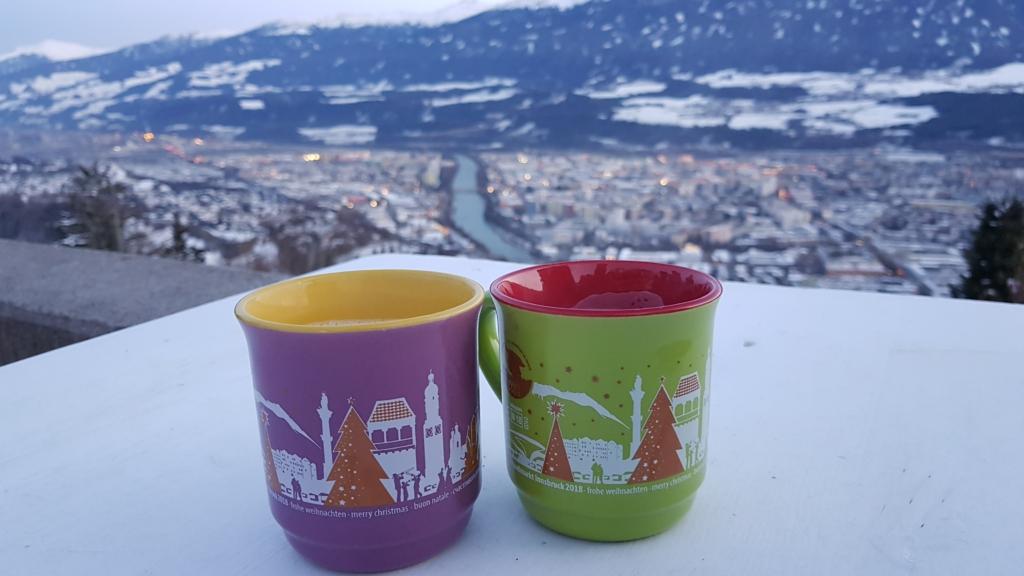 Innsbruck Winter Alpen Glühwein Christkindlmarkt Weihnachtsmarkt Hungerburg Tirol Österreich