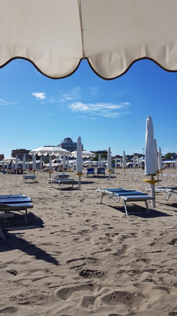 Sottomarina Chioggia Strandliegen Venetien Lagune von Venedig Italien