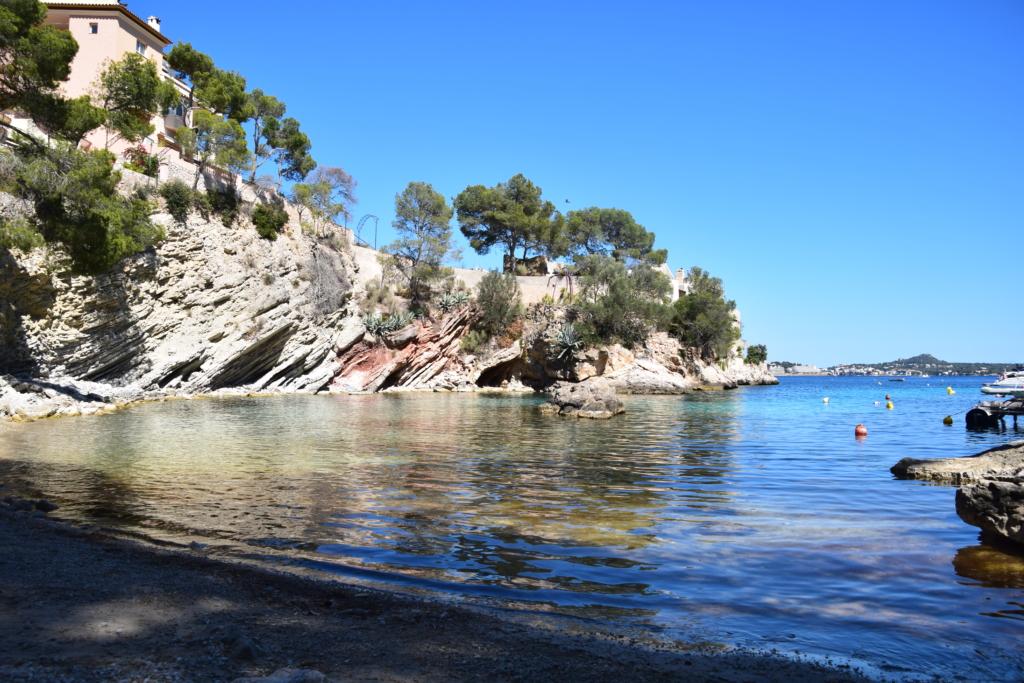 Kiesstrand Playa Calo de ses Llisses Cala Fornells Paguera Peguera Mallorca Balearen Spanien