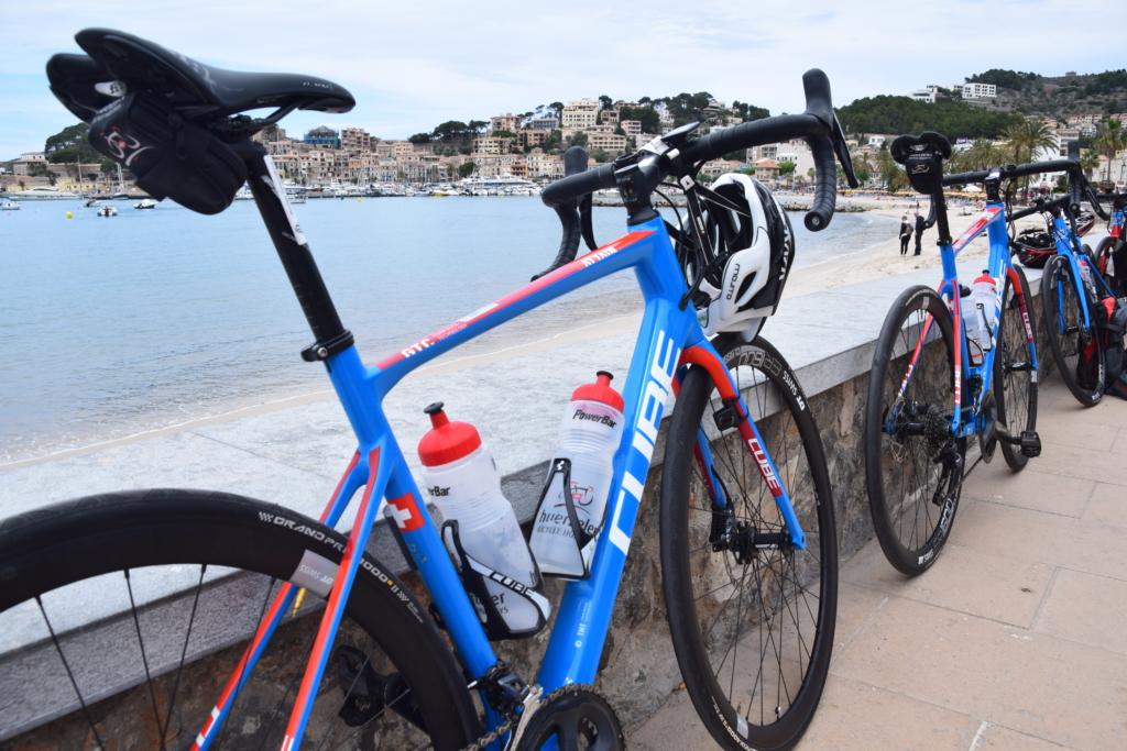 rennrad mountainbike radfahrer port de soller mallorca balearen spanien