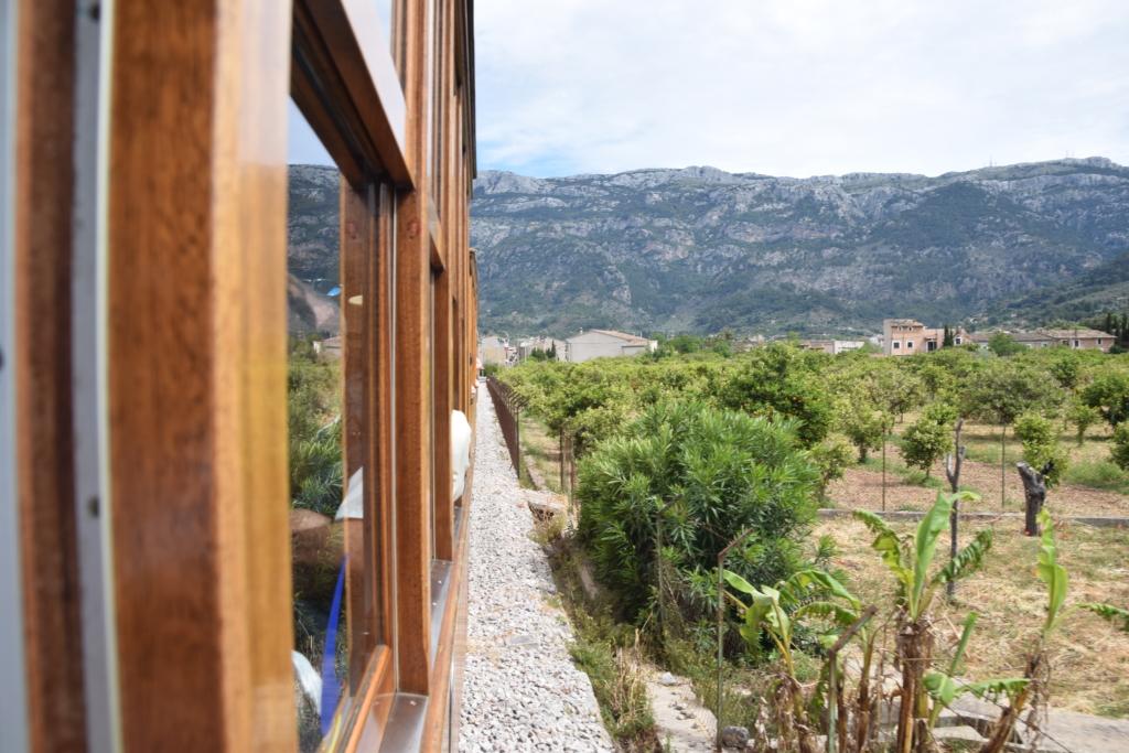 24 fahrt mit tranvia strassenbahn landschaft soller mallorca balearen spanien