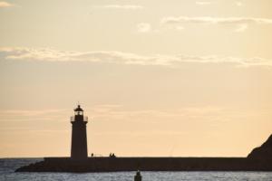 24 mallorca sonnenuntergang leuchtturm hafen port d andratx spanien