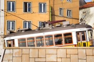 electricos de lisboa strassenbahn lissabon portugal aida familien kreuzfahrt