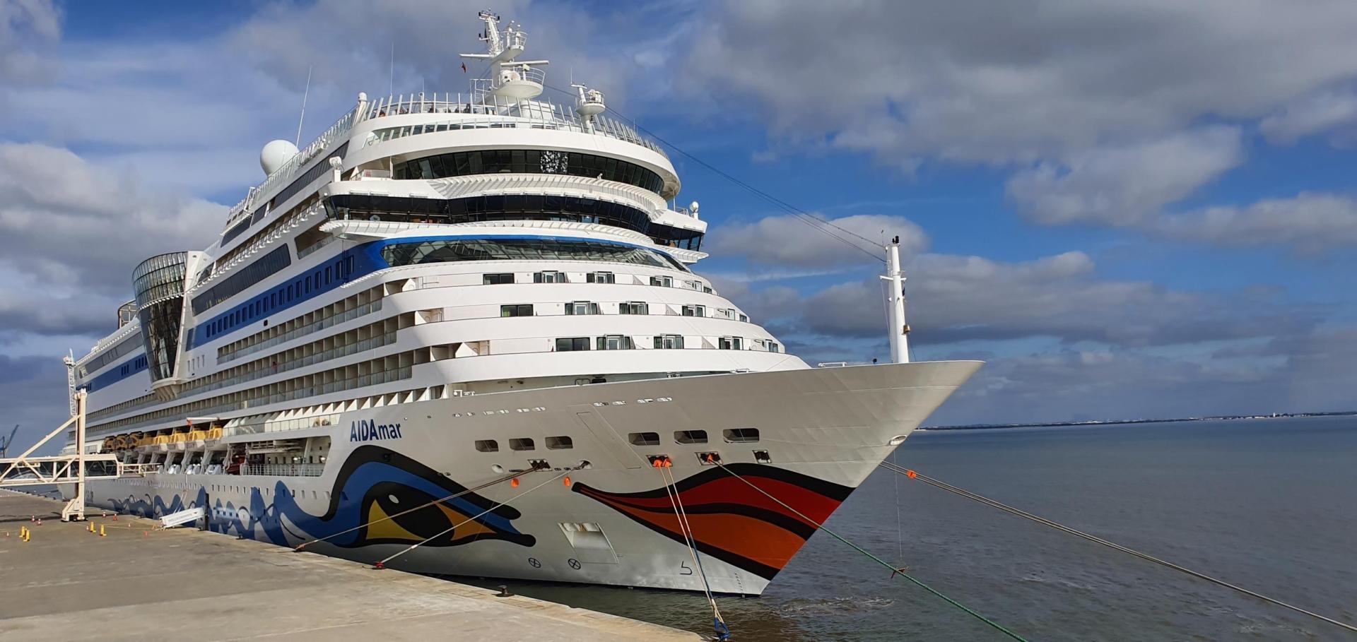 00 kreuzfahrtschiff aidamar hafen lissabon portugal aida familien kreuzfahrt