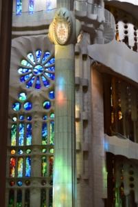 wendelteppe buntglasfenster kathedrale sagrada familia barcelona spanien aida familien kreuzfahrt