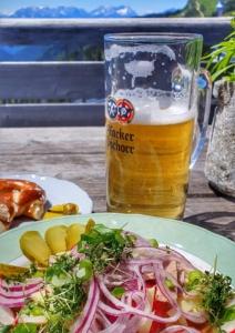terrasse wurstsalat radler panorama restaurant brauneck lenggries oberbayern