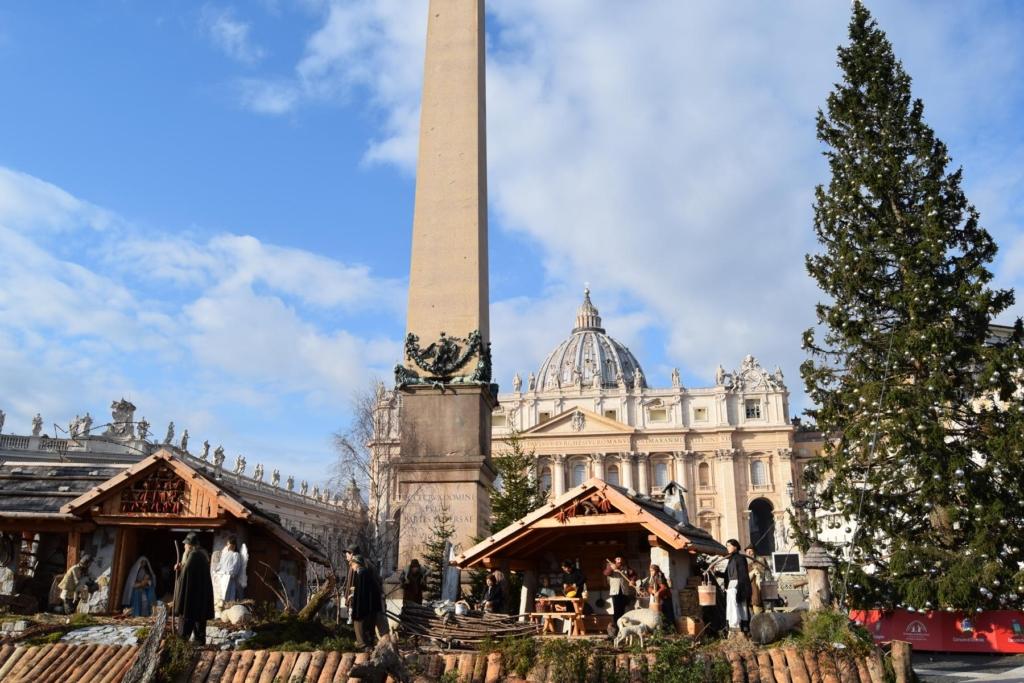 weihnachten krippe christbaum petersplatz morgens vatikan rom italien