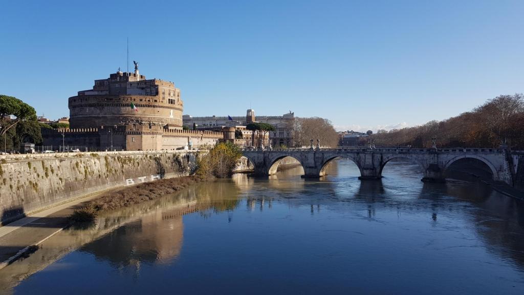 spaziergang castel santangelo engelsnurg ponte santangelo engelsbruecke tiber rom italien
