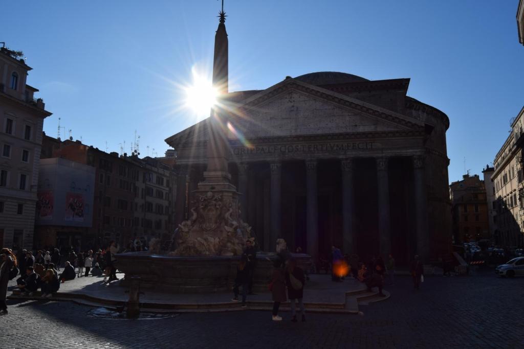 pantheon mit sonne rom italien