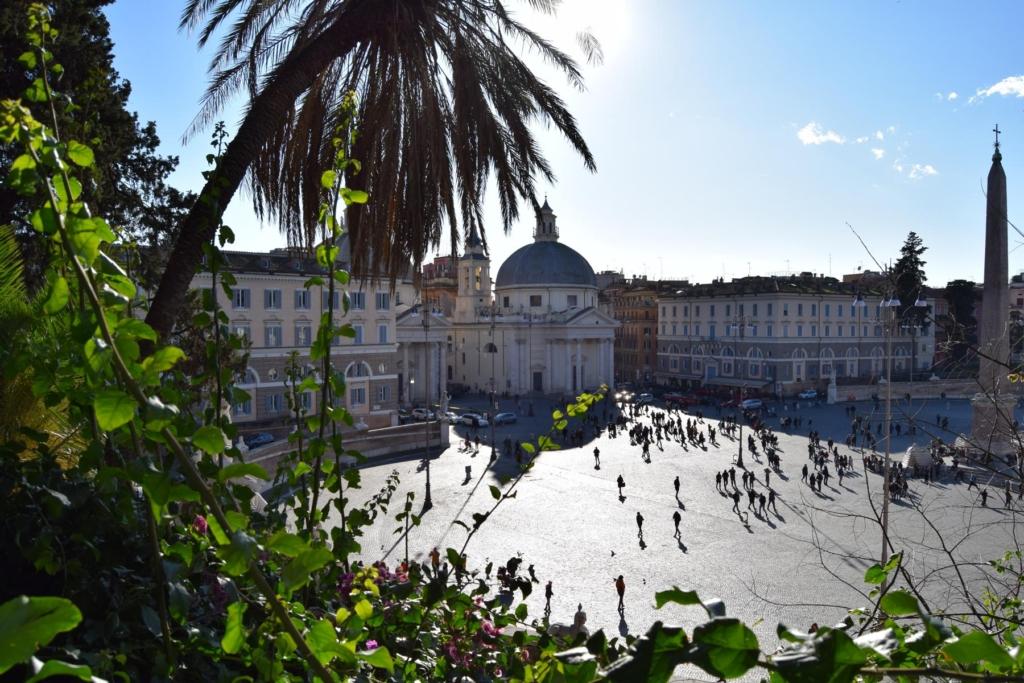 spaziergang piazza del popolo dezember rom italien