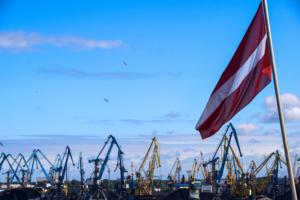 hafen riga lettland lettische flagge