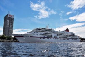 kreuzfahrtschiff hapag lloyd ms europa riga duena lettland
