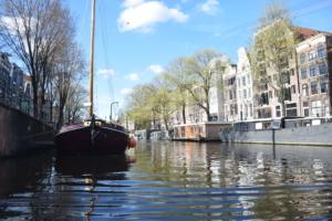 grachten hausboote grachtenfahrt amsterdam holland niederlande