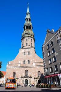 vorplatz turm petrikirche riga sehenswürdigkeiten lettland