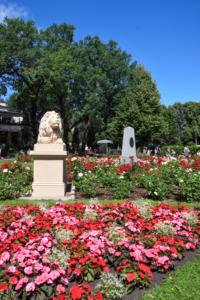 park wöhrmannscher garten statue blumen riga sehenswürdigkeiten lettland