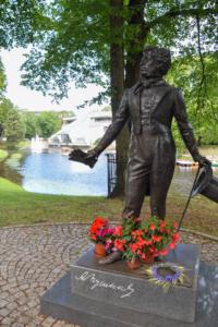 kronvalda park alexander sergejewitsch puschkin statue blumen riga sehenswürdigkeiten lettland