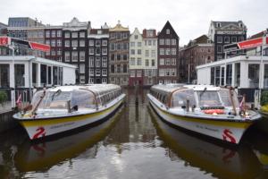 grachtenboote johann strauss w a mozart grachtenfahrt amsterdam sightseeing holland niederlande