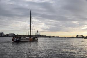 plattbodenschiff sonnenuntergang amsterdam holland niederlande