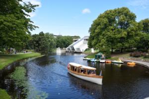 schiffchen im rigaer kanal bootstour riga sehenswürdigkeiten lettland