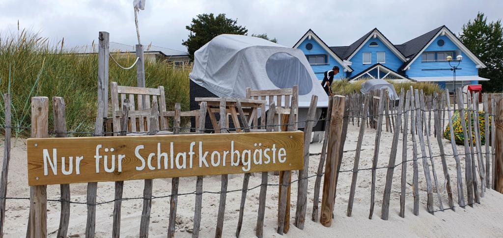 schlafstrandkorb grömitz strand ostsee schleswig holstein