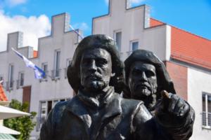 statue marktplatz neustadt ostsee schleswig holstein