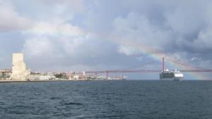 Städtetrip Lissabon Sehenswürdigkeiten Hafenrundfahrt Tejo Regenbogen Kreuzfahrtschiff Independence of the Seas Portugal