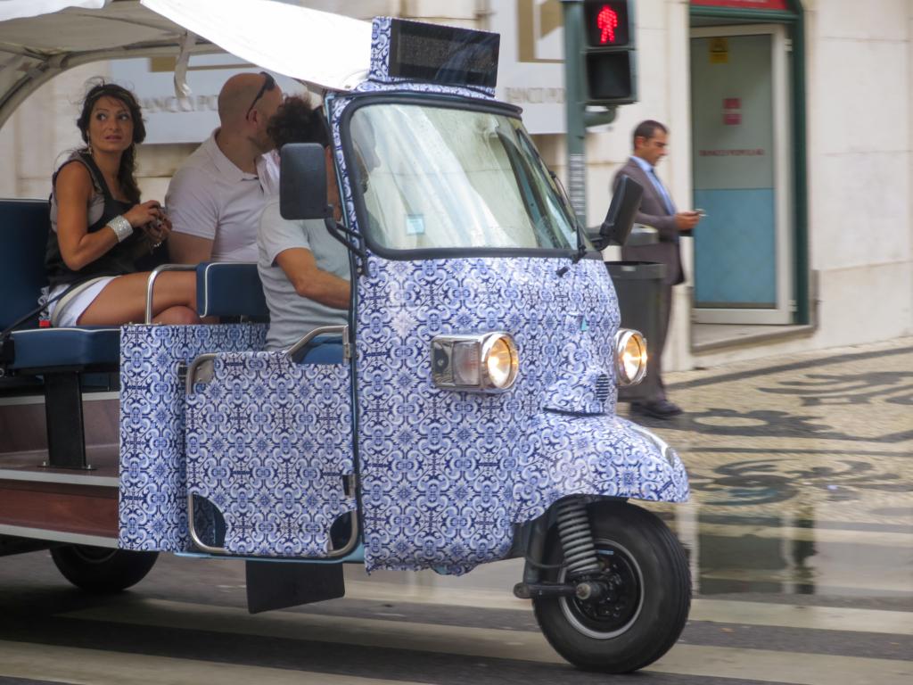 Städtereise Lissabon Sehenswürdigkeiten Tuk Tuk Portugal