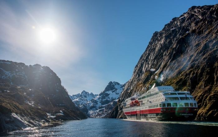 Hurtigruten Norwegen Kreuzfahrt MS Finmarken Trollfjorden