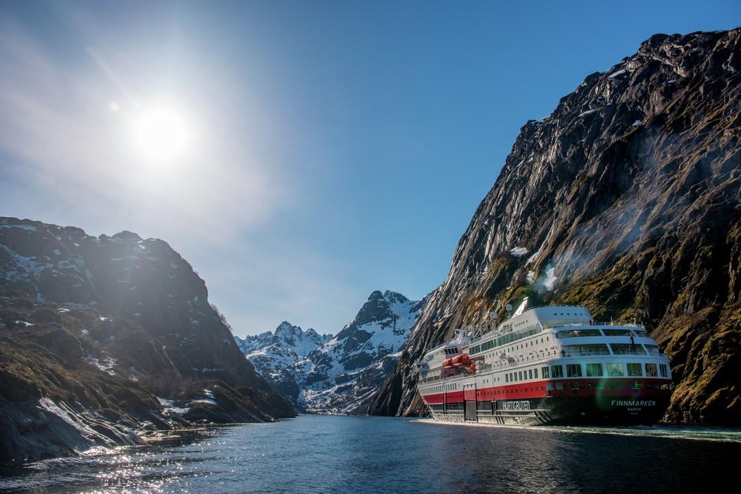 Hurtigruten MS Finmarken Trollfjorden Norwegen