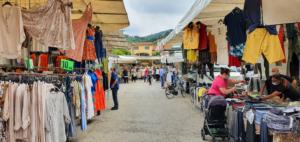 Wochenmarkt Massarosa Lucca Toskana Italien Sommer 2021 Corona